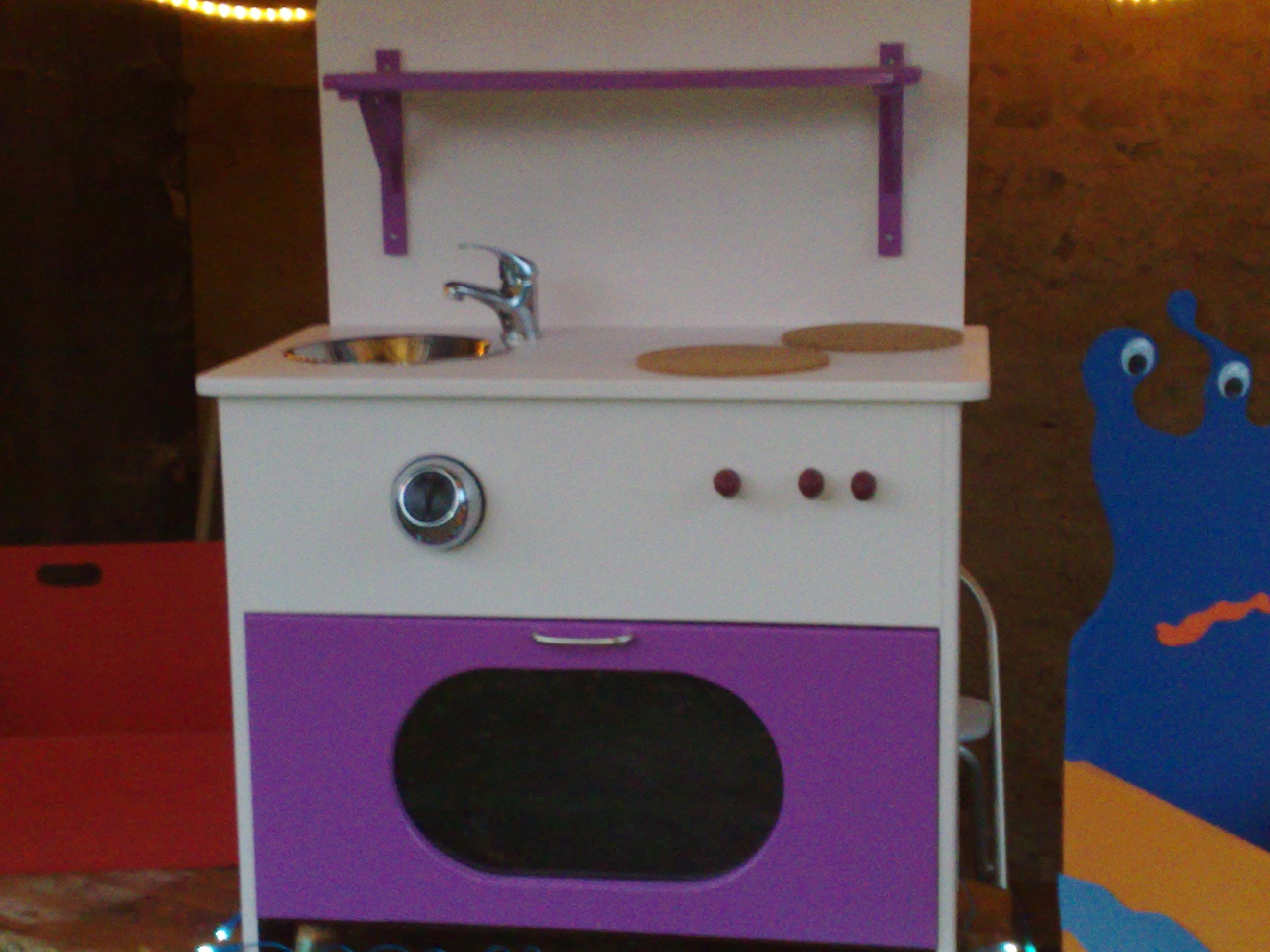 cuisini re pour enfant. Black Bedroom Furniture Sets. Home Design Ideas